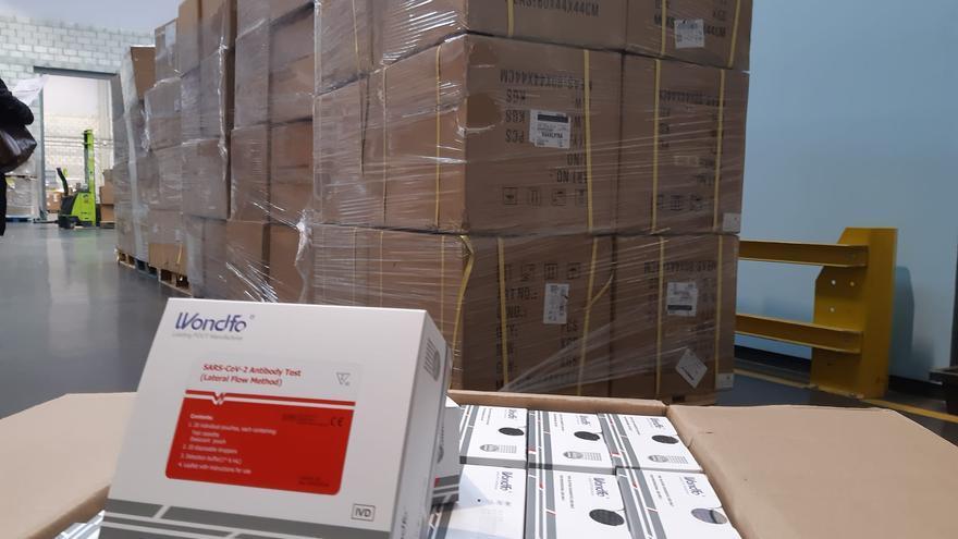 Los test rápidos han llegado esta mañana de lunes al Puerto de Sevilla en un camión procedente de Madrid.