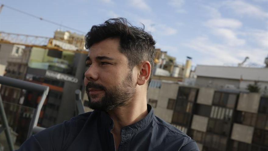 Miguel Poveda aboga por la regulación en España de la gestación subrogada