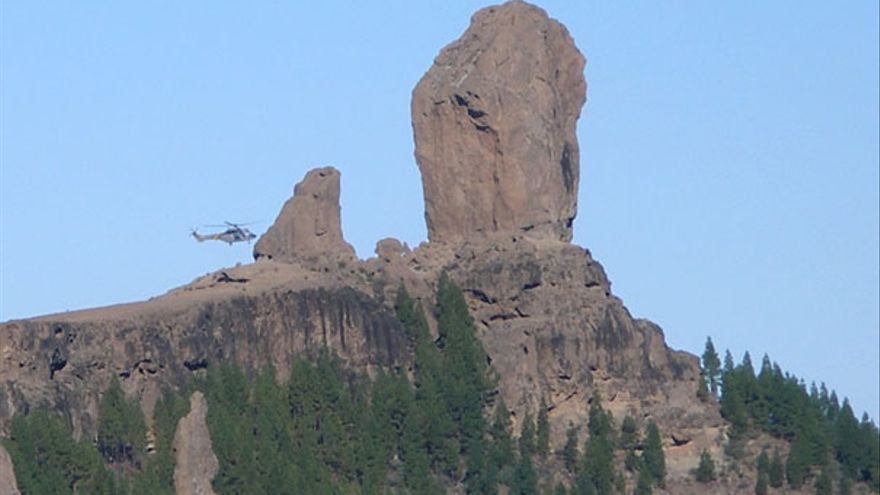 De un helicóptero posándose en el Tablón del Nublo #5
