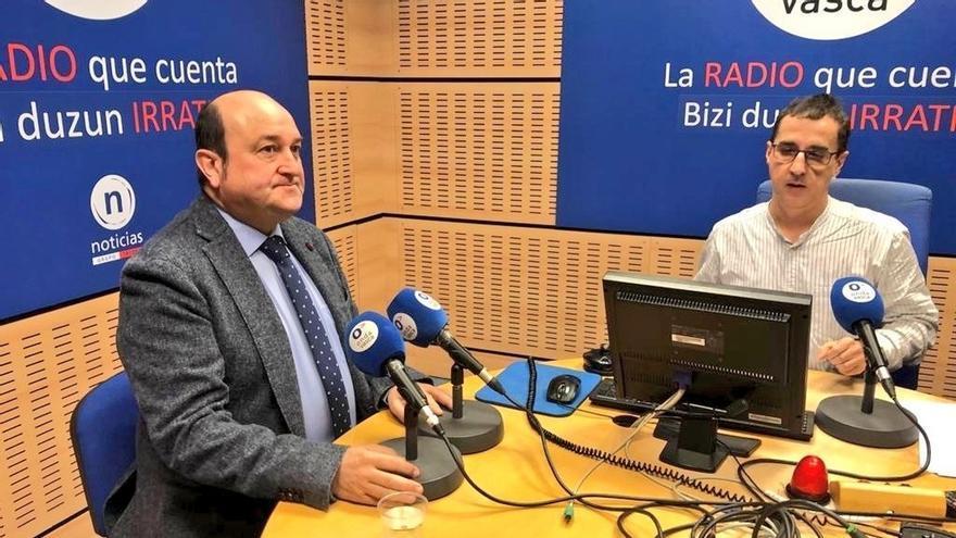 Ortuzar (PNV) pide a Sánchez que haga los esfuerzos necesarios para los nacionalistas vascos y catalanes apoyen los PGE