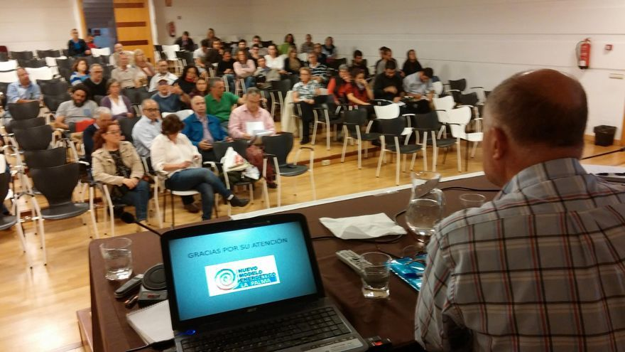 Asistentes a la mesa redonda organizada por  la Plataforma por un Nuevo Modelo Energético en el Museo Benahoarita. Foto: PX1NME.