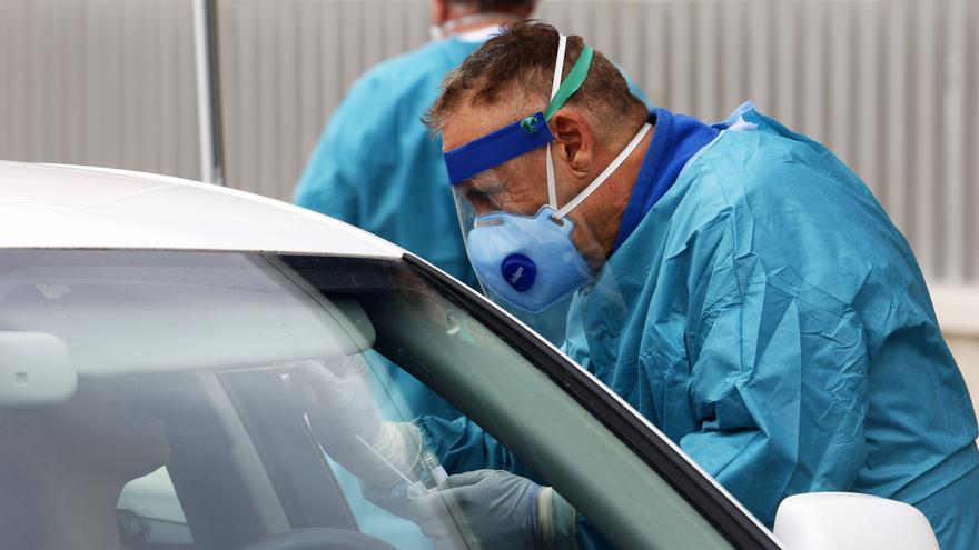 Andalucía suma 14 muertes por COVID-19 y 812 positivos en 24 horas y supera los 50.000 casos confirmados por PCR
