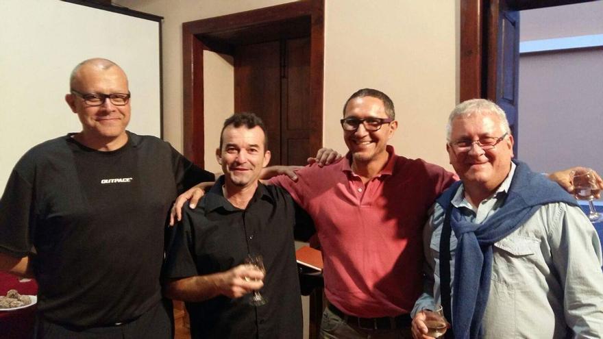 En la imagen, tres de los participantes en el evento cultural.