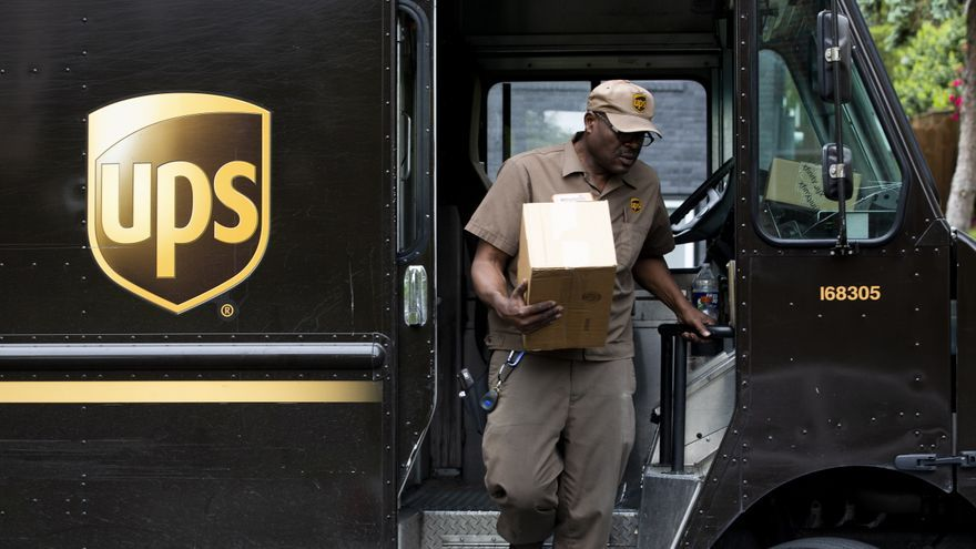 UPS ganó 4.792 millones de dólares en el primer trimestre, casi un 400 % más