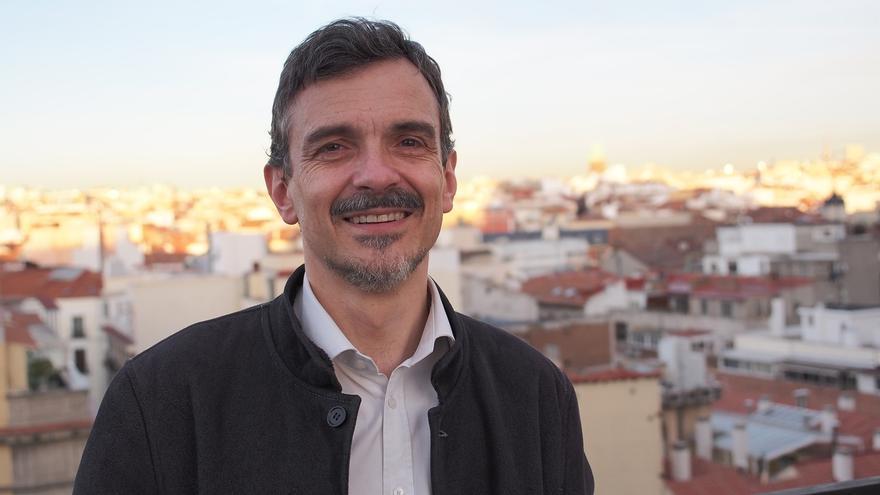 """J.M López (Podemos) dice que no serán """"sectarios"""" para pactar pero sólo """"con los que quieran enterrar la vieja política"""""""