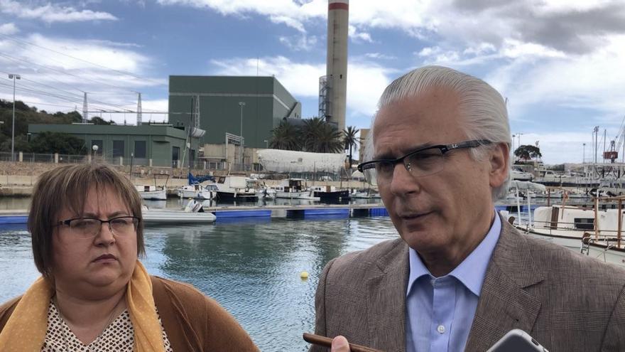 Garzón destaca el compromiso de Actúa con las renovables y con la mejora de la calidad del agua en Menorca