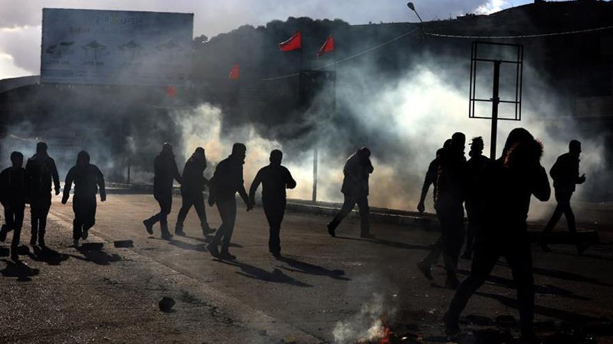 Israel ataca puestos militares en Gaza tras el lanzamiento de proyectiles por los palestinos