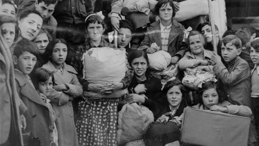 Niños vascos a su llegada a Southampton en 1937