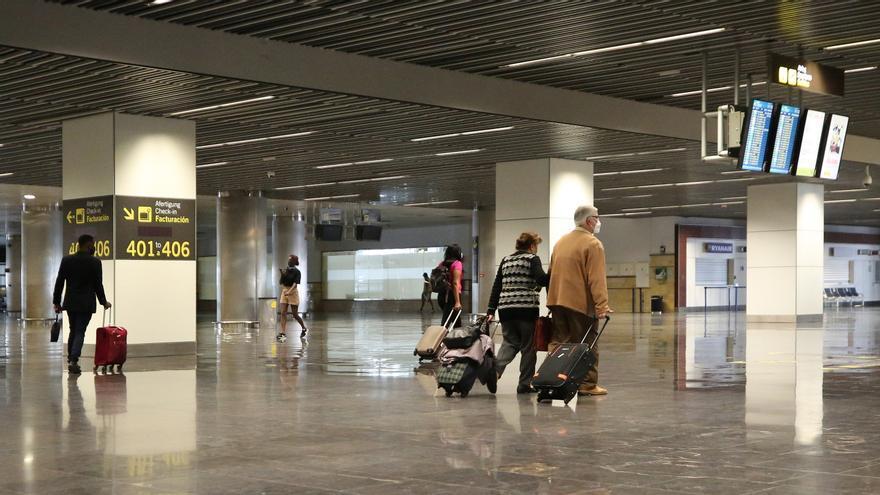 Canarias ultima con Sanidad una norma para permitir los test de antígenos para turistas a partir de diciembre