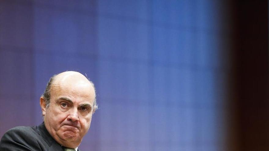 """Guindos: """"hay margen"""" para bajar los impuestos, pero no para una prórroga del déficit"""