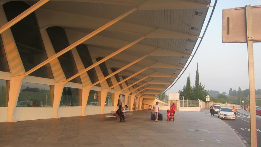 Los pasajeros del aeropuerto de Bilbao caen en octubre un 9,7%, aunque el tráfico internacional aumenta un 1,5%