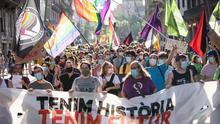 Miles de personas se manifiestan en Barcelona por los derechos LGTBI