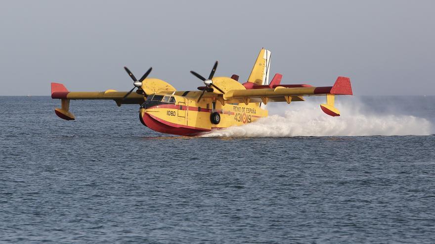Hidroavión cargando en la bahía de Las Palmas.