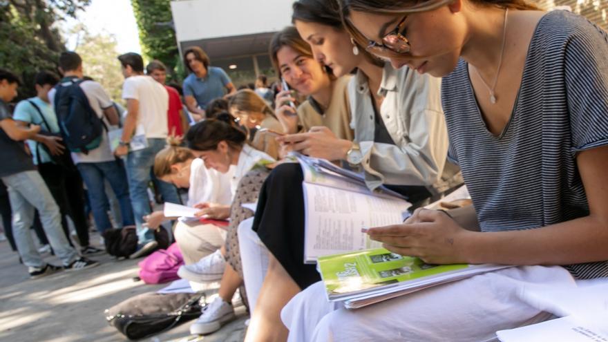 El 93,17% de los alumnos presentados supera la Selectividad en Andalucía, 2,2 puntos menos que en 2018