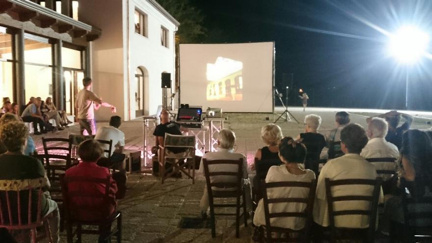 Charla promocional impartida por el Ayuntamiento en el Festival celebrado en Nápoles.