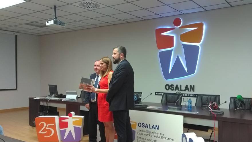 El Viceconsejero de Trabajo y Seguridad Social, la Consejera de Trabajo y Justicia y el Director General de OSALAN