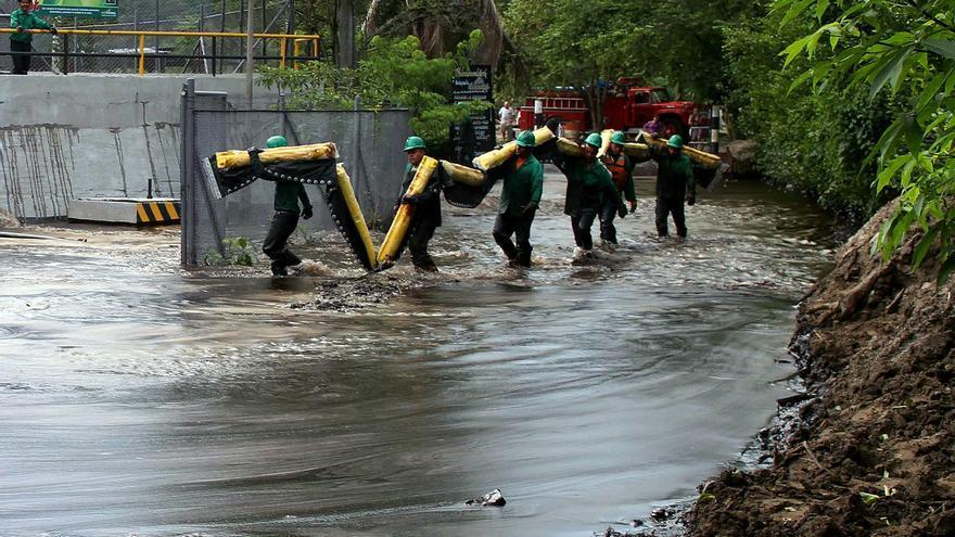 Atentan contra un oleoducto colombiano en una zona fronteriza con Venezuela