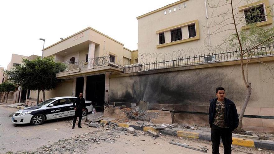 Un muerto y 5 heridos en un bombardeo sobre civiles en el barrio libio de Ganfuda