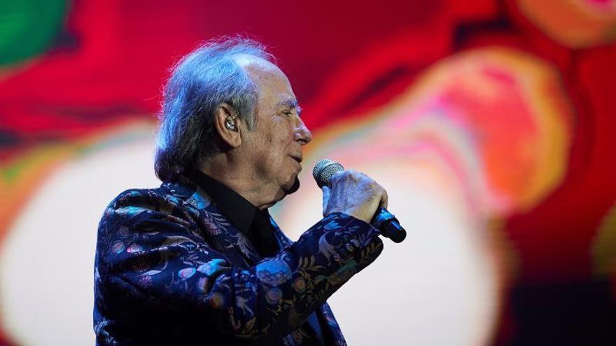 El cantante Joan Manuel Serrat durante una actuación EFE/Alejandro García/Archivo