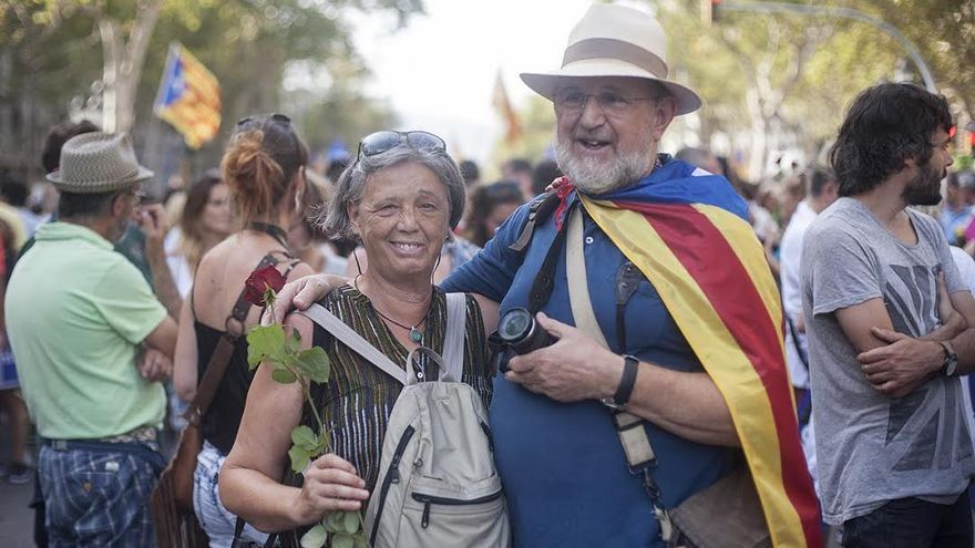 Maite, con su pareja, en la manifestación / Robert Bonet