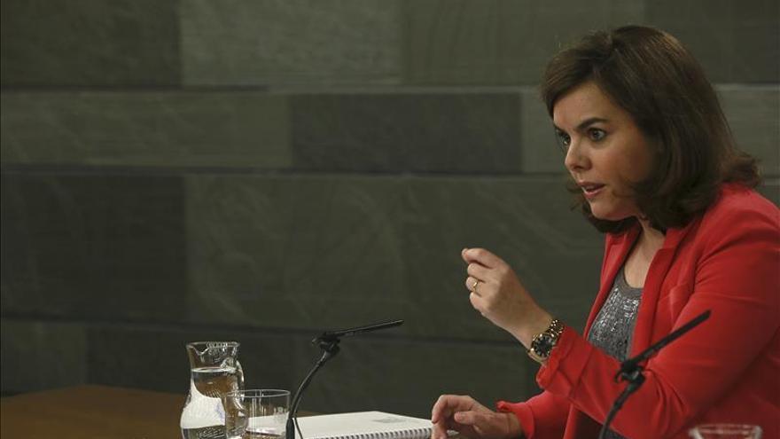 """Saenz de Santamaría critica el """"amplio espectro"""" de pactos de Albert Rivera"""