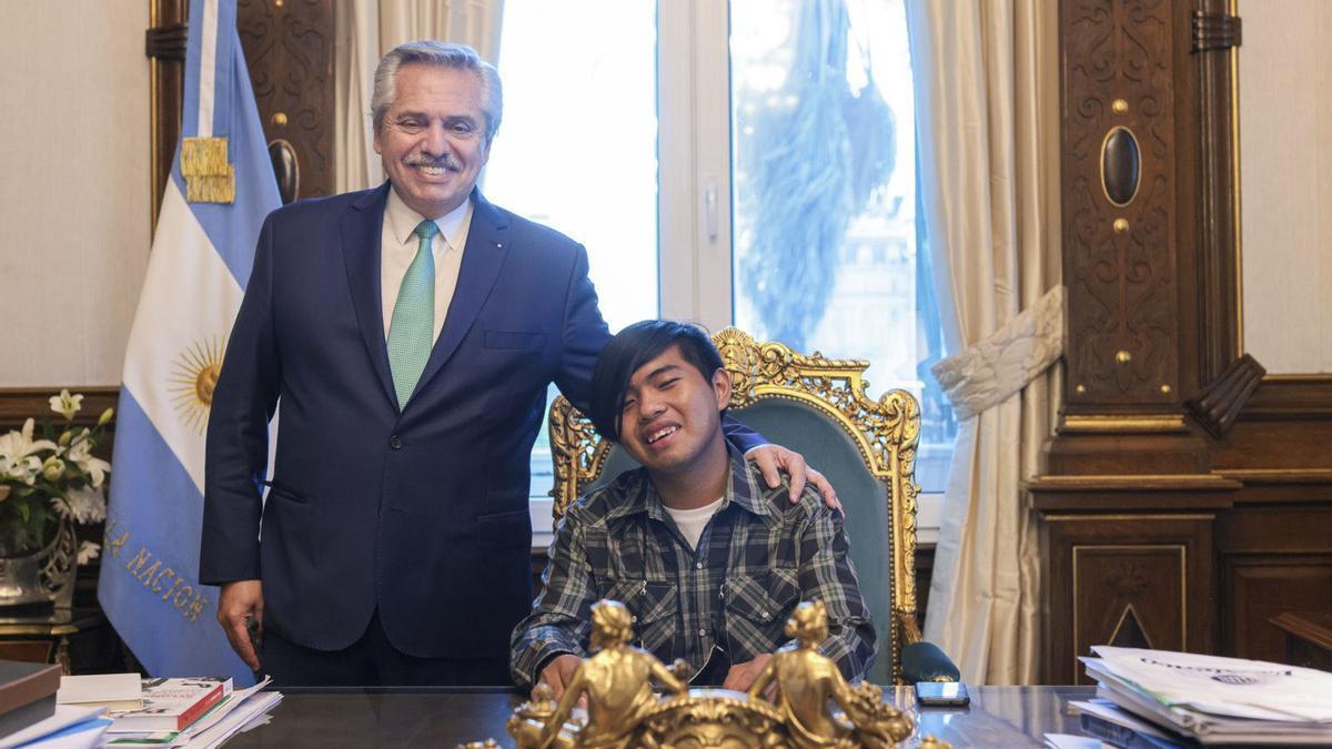 El joven de la comunidad originaria wichi Maximiliano Sánchez, nominado al Chegg.org Global Student Prize 2021 por crear una app que traduce ese idioma al castellano