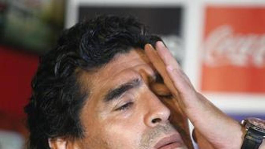 """Pelé: """"Maradona fue un buen jugador, pero no pateaba bien con la derecha y no iba bien de cabeza"""""""