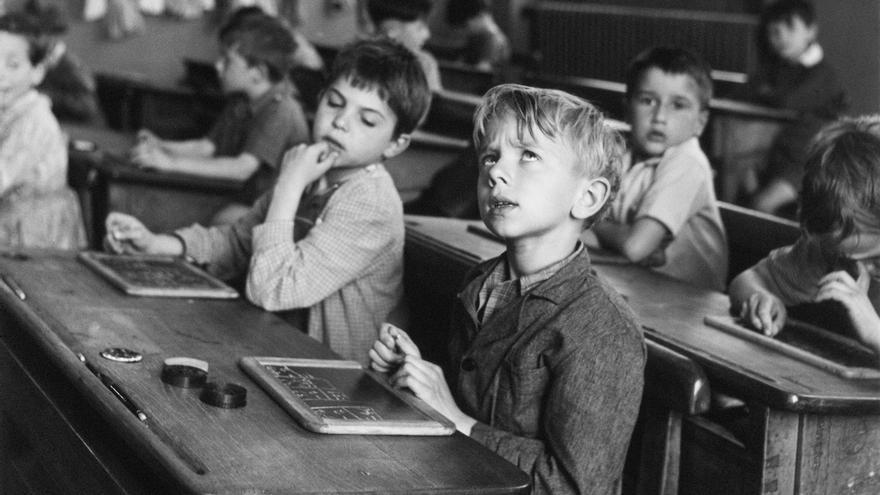 La información escolar, Paris 1956 © Atelier Robert Doisneau, 2016