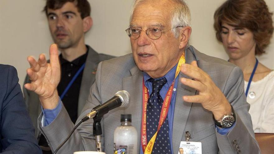 """Borrell se compromete a """"recuperar"""" la política de cooperación española"""