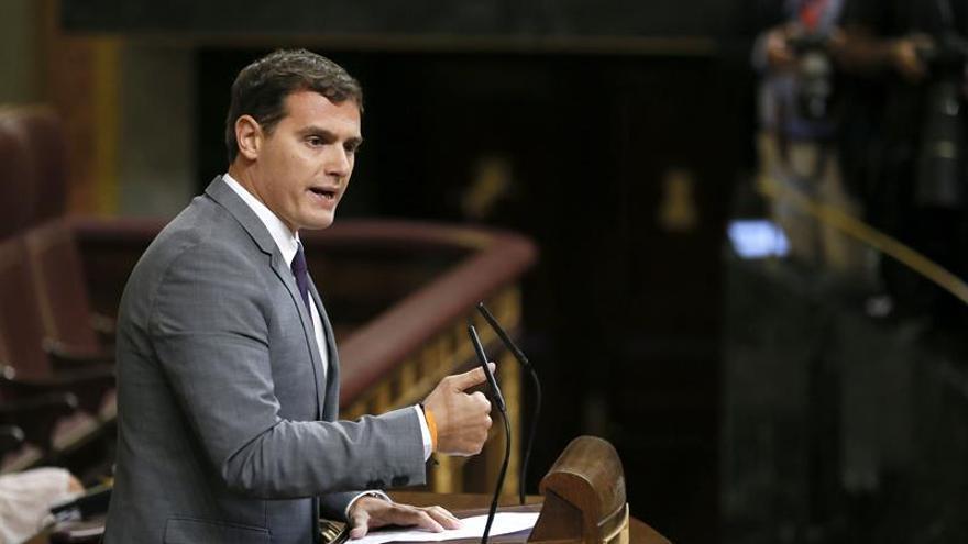 Rivera dice al PP y PSOE que no cuenten con C's para una investidura no viable