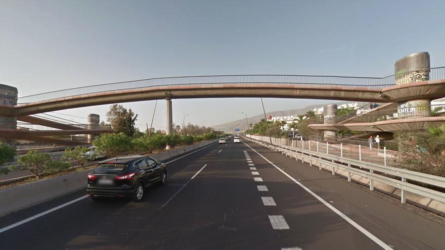 Puente sobre la TF-1, en Tenerife, a la altura de Fañabé