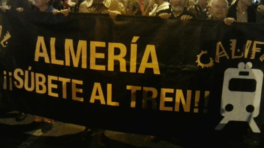 Más de dos mil personas exigen trenes dignos en Almería
