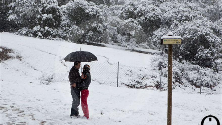 Enamorados bajo la nieve