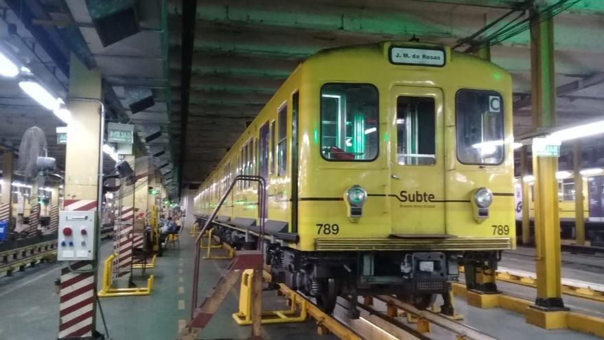 Uno de los vagones de la red de metro de Buenos Aires, Subte, de la Línea B