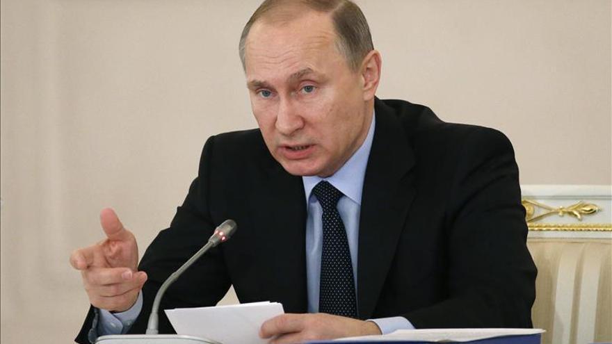 El perfume y el calendario de Putin, el último grito en regalos navideños