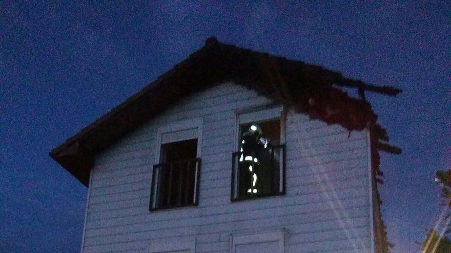 Un incendio causa importantes daños en una vivienda de Aristregi y su propietario es atendido por ansiedad