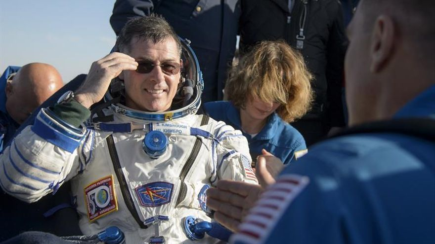 Aterriza con éxito la nave Soyuz MS-01 con tres tripulantes a bordo