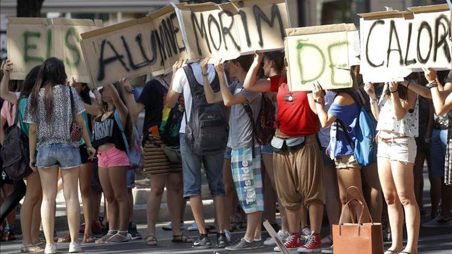 Las protestas por el calor en aulas valencianas siguen en el día más caluroso