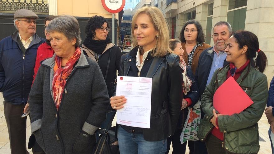Un centenar de militantes del PSOE se une para exigir un congreso extraordinario y celebración de primarias