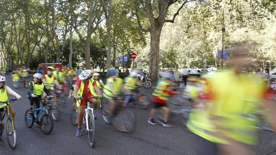Más de mil niños pedalean por Madrid en el Día Europeo sin Coches