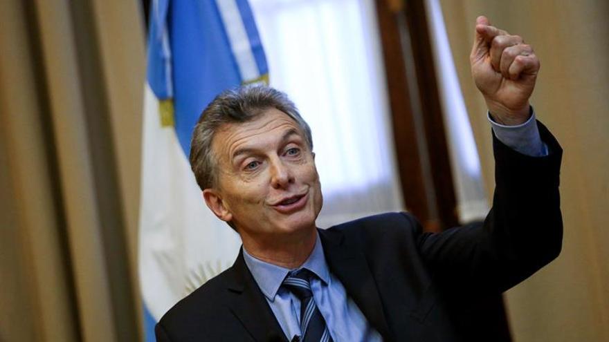 """Macri celebra los anuncios de inversiones de """"miles de millones de dólares """" en foro empresarial"""
