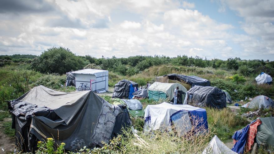 Vista del campamento de 'La Jungla' en Calais, que alberga en la actualidad a unas 4.300 personas. / Foto: Thom Davies.