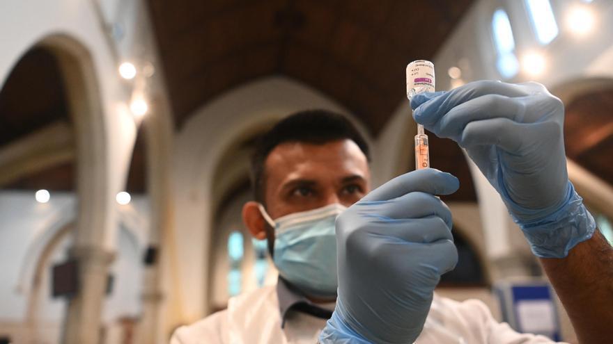 Intensifican las vacunaciones en áreas de Inglaterra con variante india