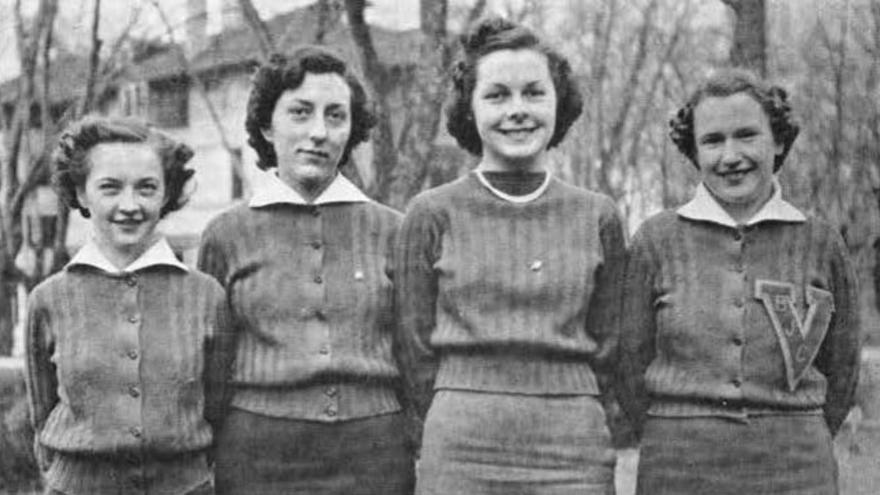 Fotografía de Lidia Uranga (segunda por la izquierda) en el anuario de Boise Junior College, 1938. Con 25 años se unió al WAVES.