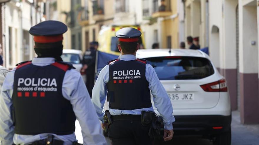 [EFE] 7 de Enero de 2018 - España Suma gana las elecciones seguido muy de cerca por España en Común Suicida-Sant-Feliu-Llobregat-Barcelona_EDIIMA20160414_0391_31