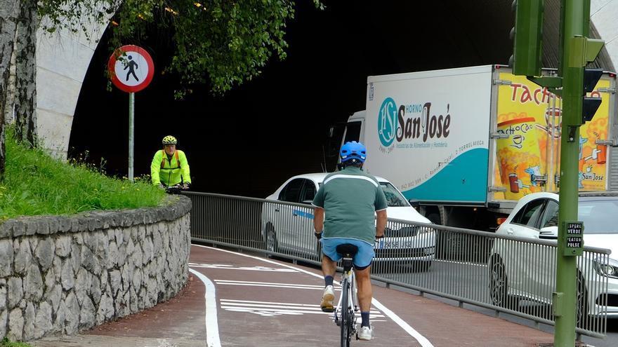 El carril bici que une Puertochico y la Avenida de los Castros por el túnel de Tetuán ya está terminado