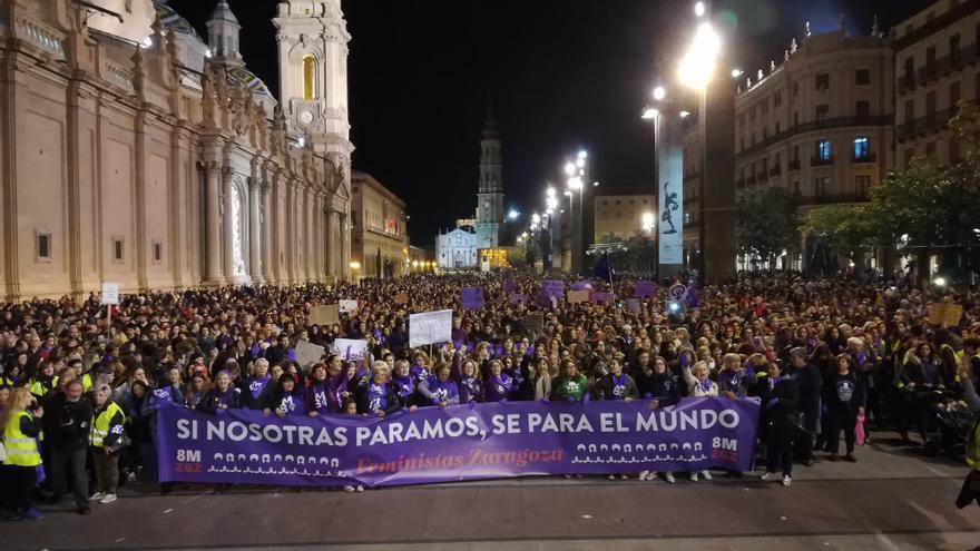 La manifestación feminista abarrotó la plaza del Pilar