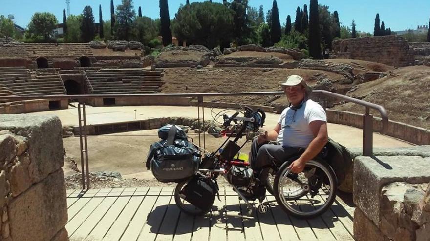 Carlos, visitando el Anfiteatro Romano