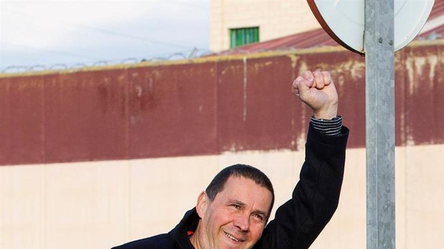 """Otegi: """"Hoy sale un preso político de una cárcel española"""""""