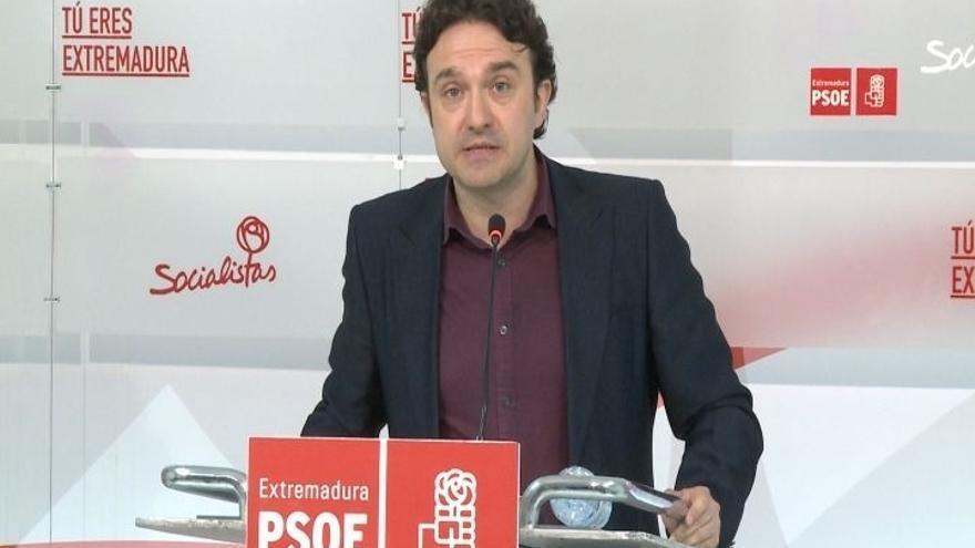 """Enrique Pérez concurre a liderar el PSOE extremeño con """"el máximo"""" de avales, aunque no cree relevante hablar de cifras"""